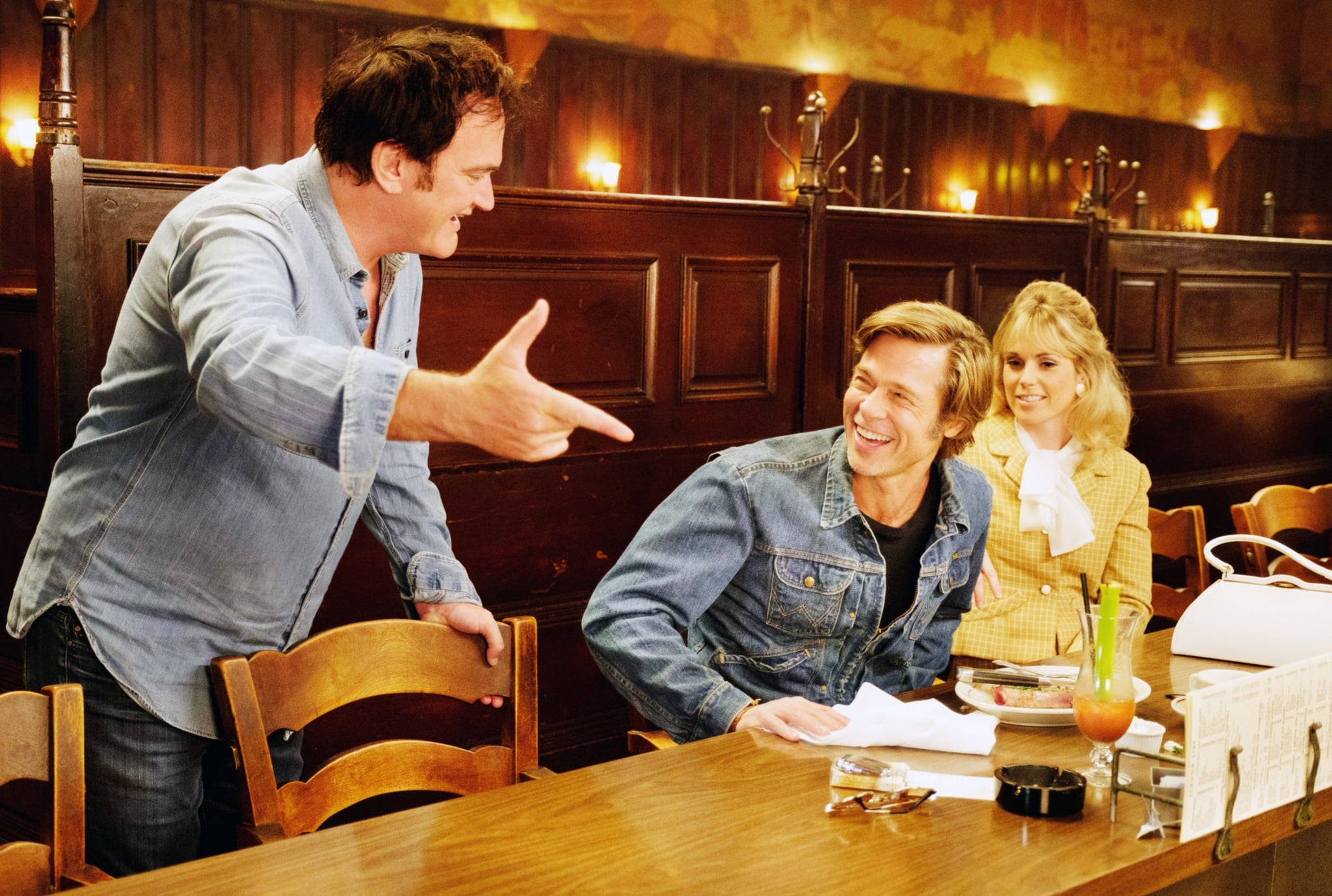 ONCE UPON A TIME IN HOLLYWOOD, from left: director Quentin Tarantino, Brad Pitt, Elise Nygaard Olson, on-set, 2019. ph: Andrew Cooper / Columbia Pictures / courtesy Everett Collection