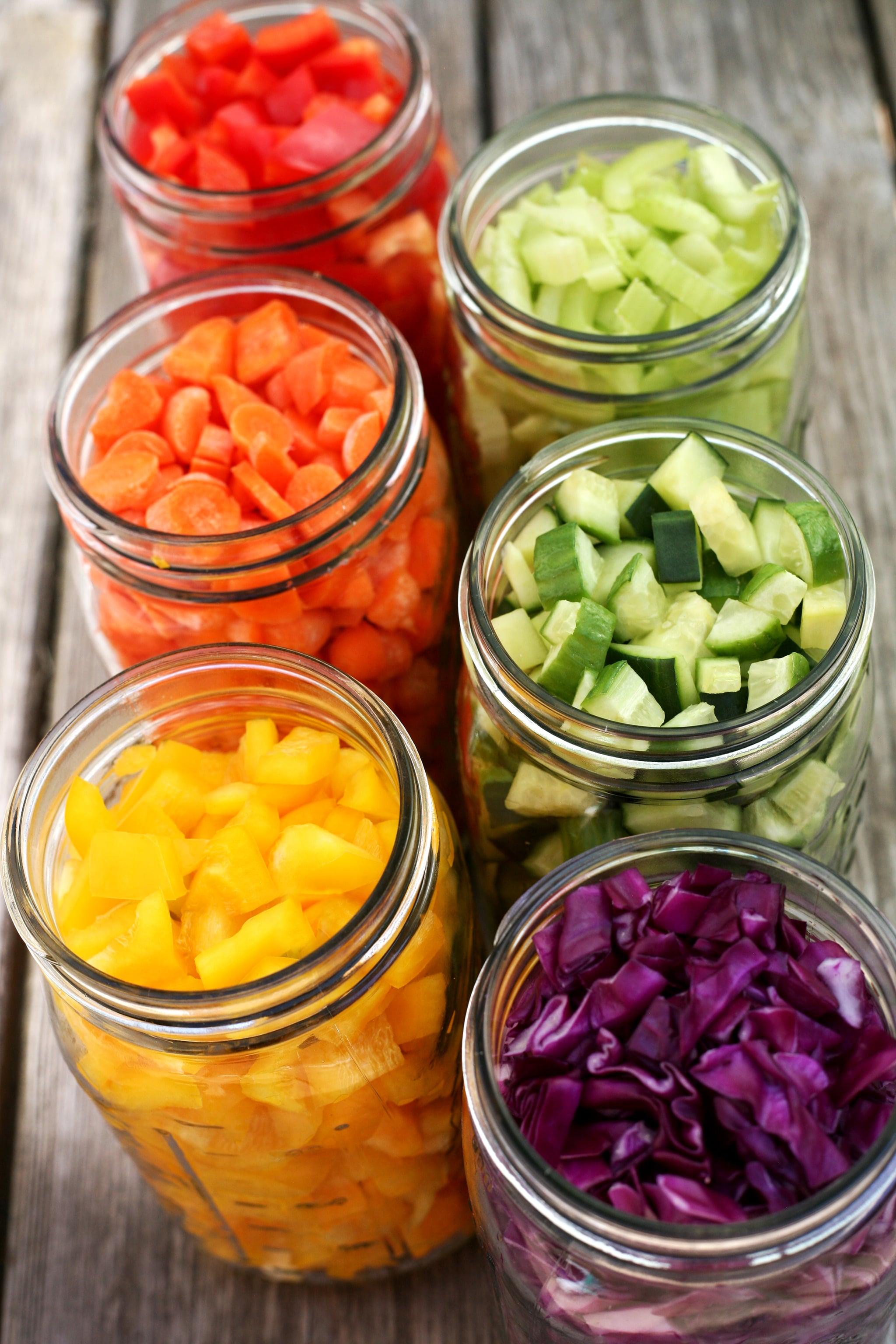 For All You Salad-Lovers! Try This DIY Mason Jar Salad Bar