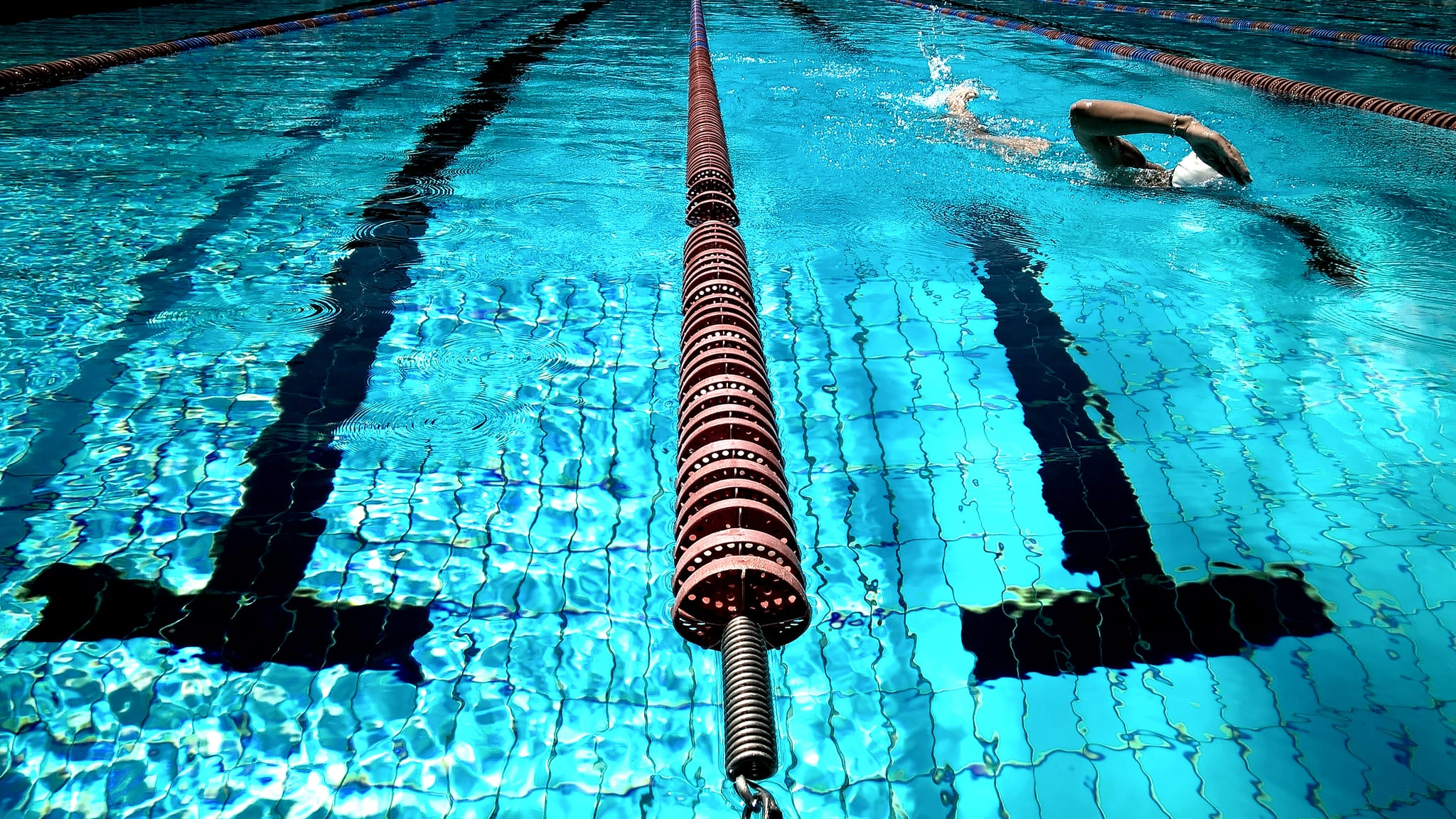 4 Reasons to Pick the Swimming Pool For Your Next Workout Locale