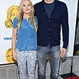 Kristen Bell and Dax Shepard looked cute together as they posed on the red carpet.