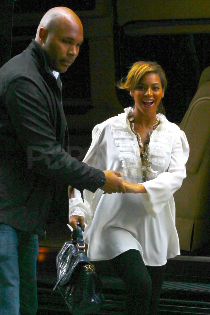 Beyoncé Knowles got a hand from her bodyguard.