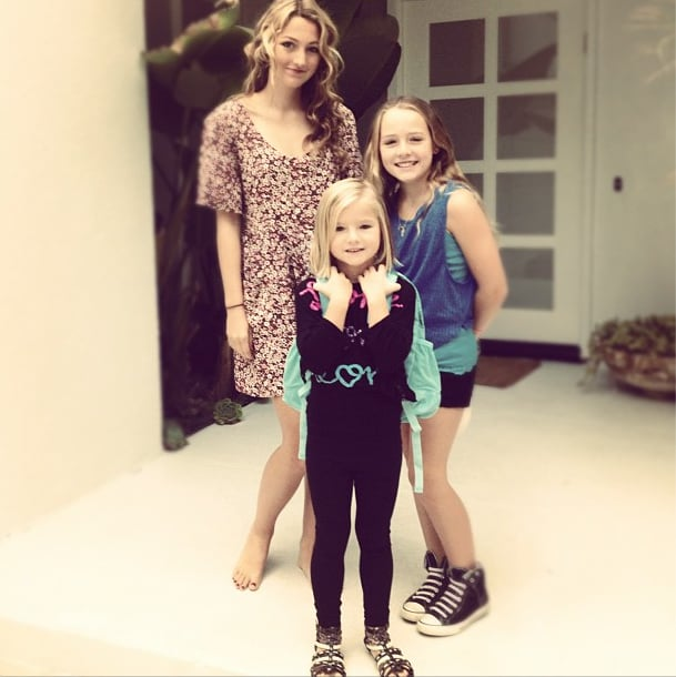 Jennie Garth's girls posed for a first-day-of-school photo. Source: Instagram user jenniegarth