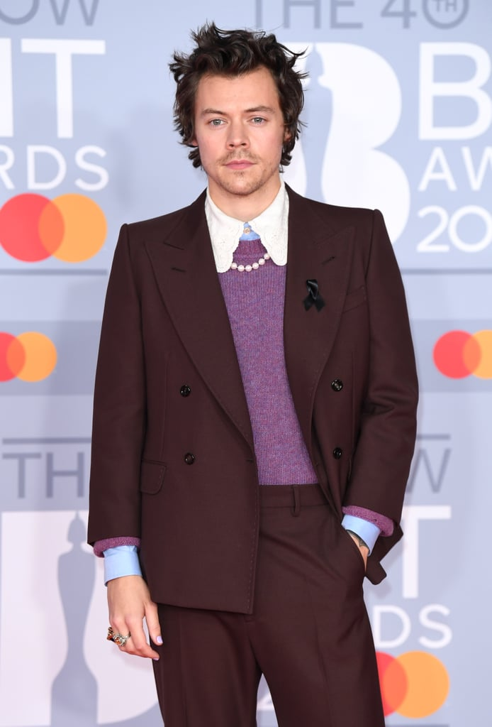 Harry Styles loves dressing up his suits with a dainty strand of pearls for a touch of whimsy. Case in point? This Gucci look at the BRIT Awards which made this outfit complete.