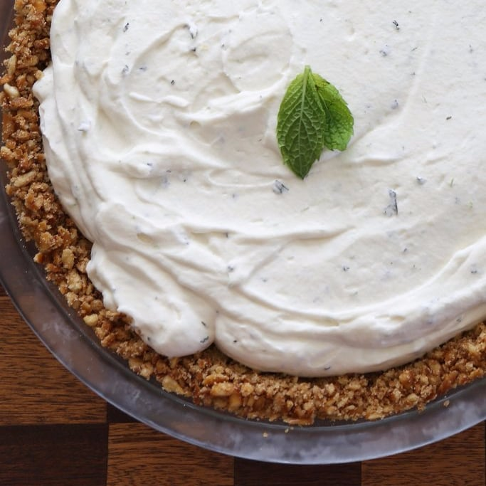 Does anyone know any easy dessert recipes?