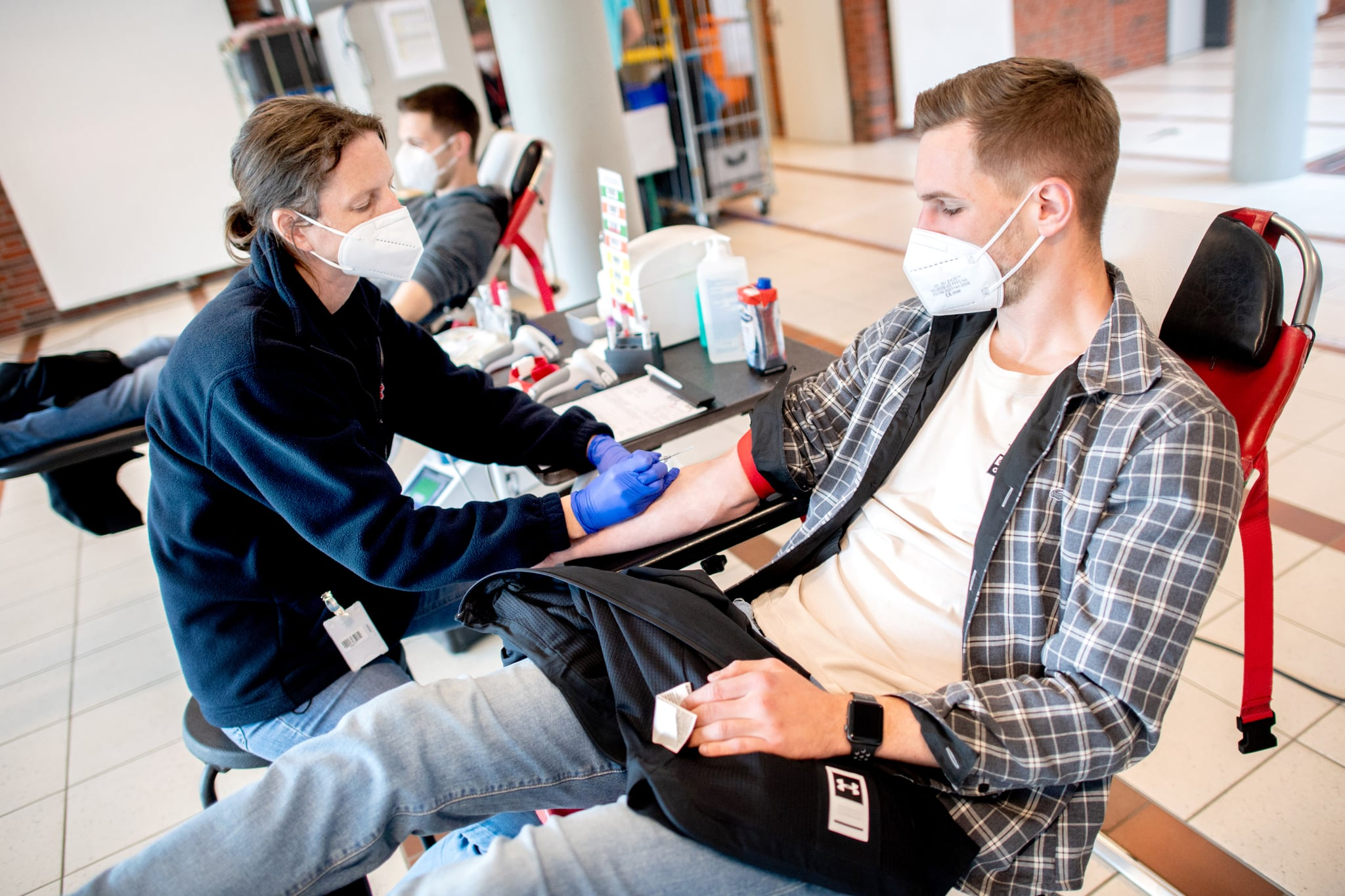 PRODUCTION - 06 May 2021, Lower Saxony, Emstek: Katrin Kruse (l), employee at the NSTOB blood donation service of the German Red Cross (DRK), takes blood from donor Sebastian Haske. In 2021, the German Red Cross will celebrate a special anniversary - it will be 100 years old. Photo: Hauke-Christian Dittrich/dpa (Photo by Hauke-Christian Dittrich/picture alliance via Getty Images)