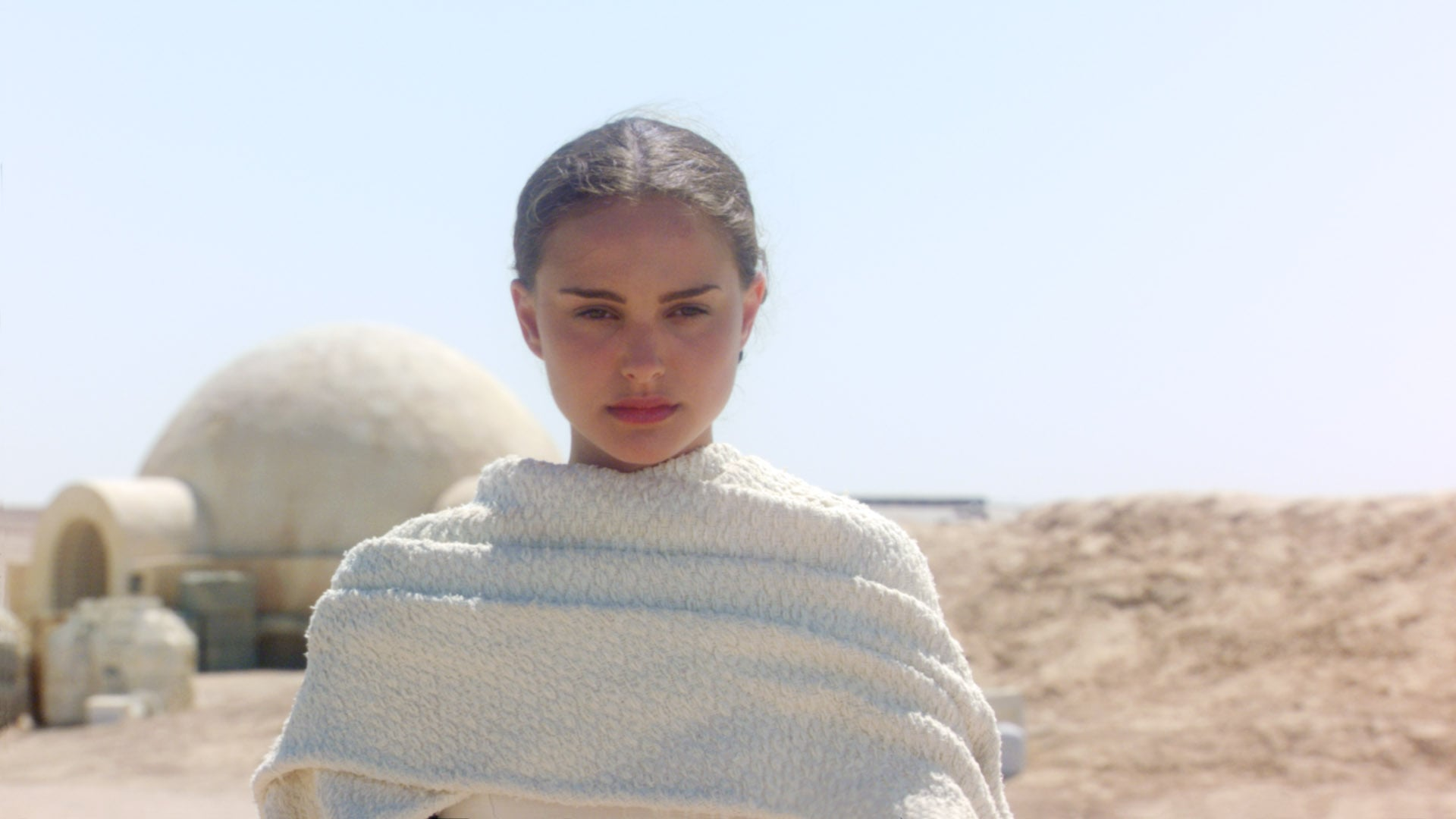 STAR WARS: EPISODE II-ATTACK OF THE CLONES, Natalie Portman, 2002. TM and copyright Twentieth Century-Fox Film Corporation. All rights reserved/Courtesy Everett Collection