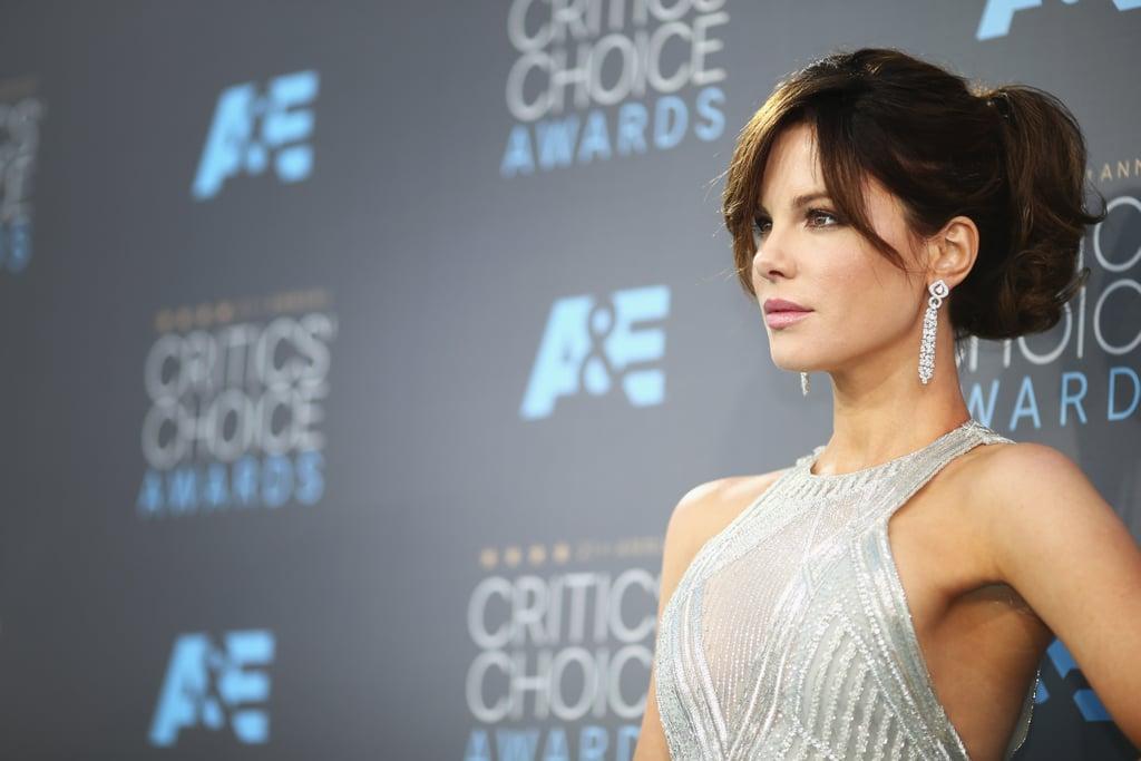 The 2016 Critics' Choice Awards featured a stunning metallic appearance bu the actress.