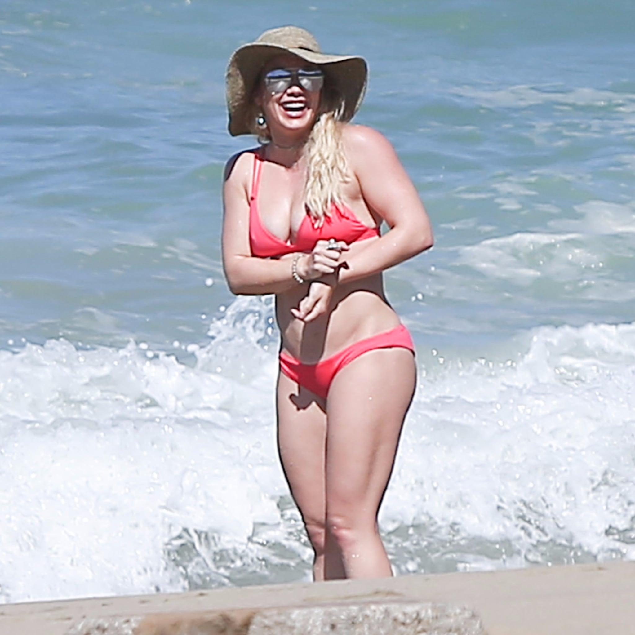 Hilary Duff Bikini Pictures in Hawaii