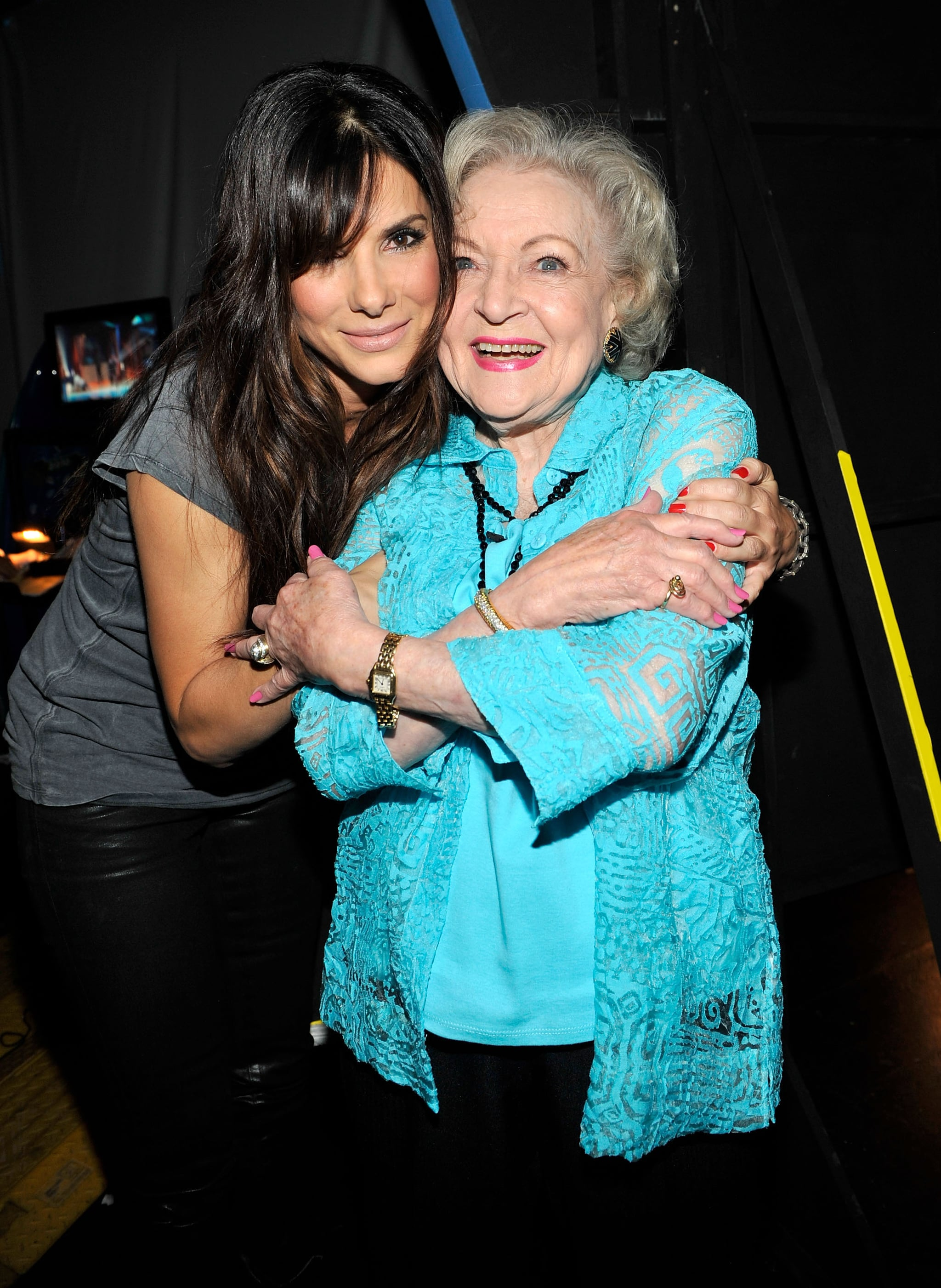 Sandra and Betty White met up backstage at the August 2010 Teen Choice Awards in LA and shared a sweet hug.