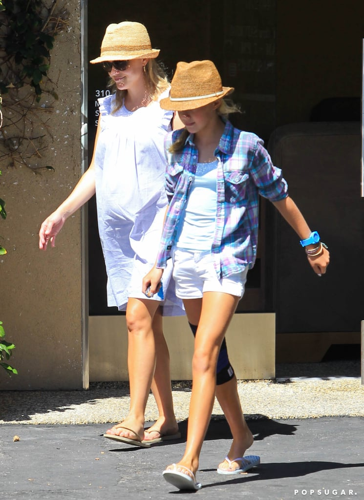 Pregnant Reese Witherspoon and daughter Ava Phillippe enjoyed mother-daughter mani-pedis in LA.
