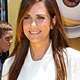 Kristen Wiig never goes crazy with her makeup, and we love her natural take on beauty. The colour of her hair really complements her skin tone, and the bronzed blush on her cheeks gives her a healthy glow.