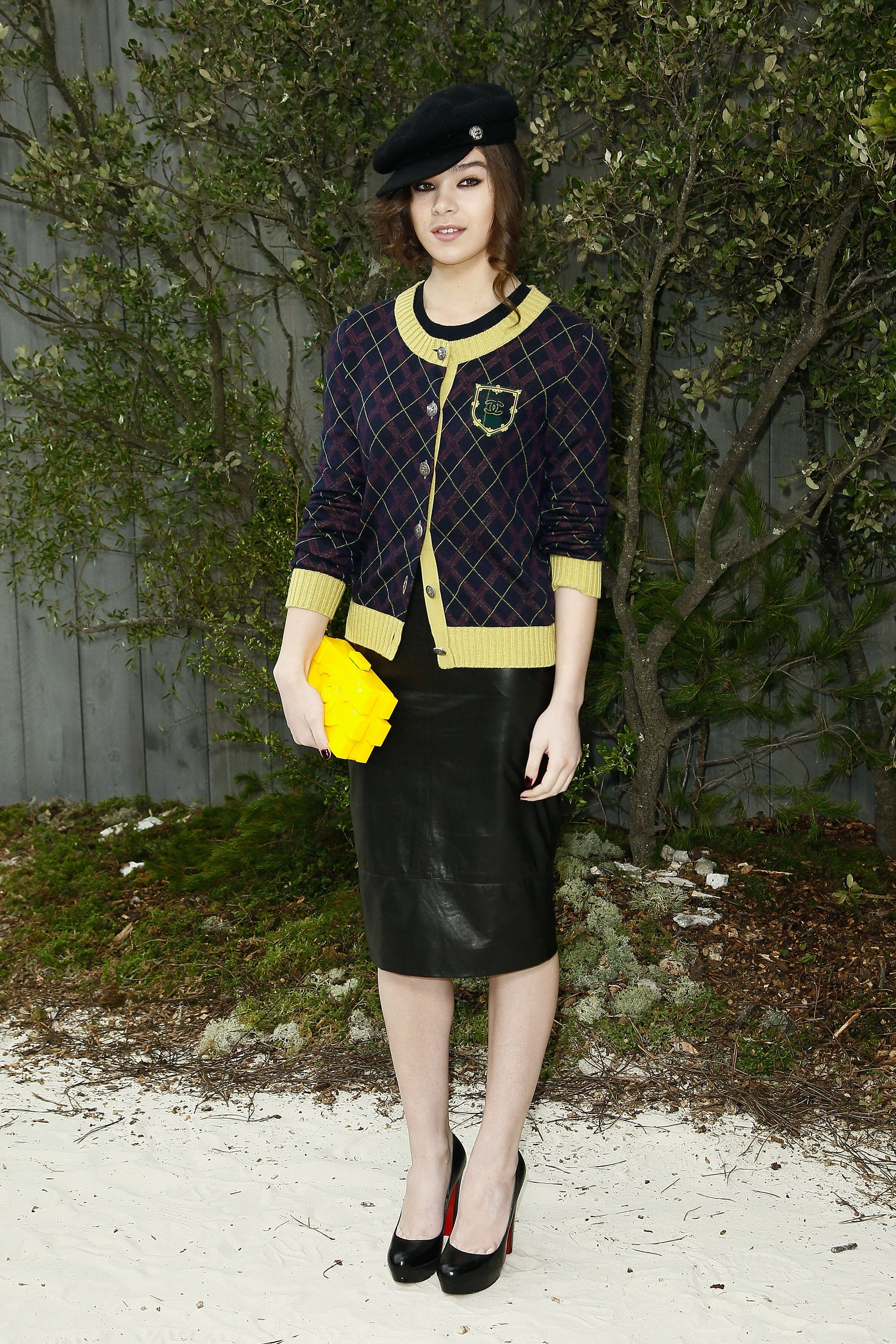 Hailee steinfeld wore chanel to the fashion house 39 s haute for Haute couture fashion house