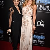Kate Hudson smiled the breakup gossip away alongside Nicole Richie at the People Magazine Awards in Beverly Hills.