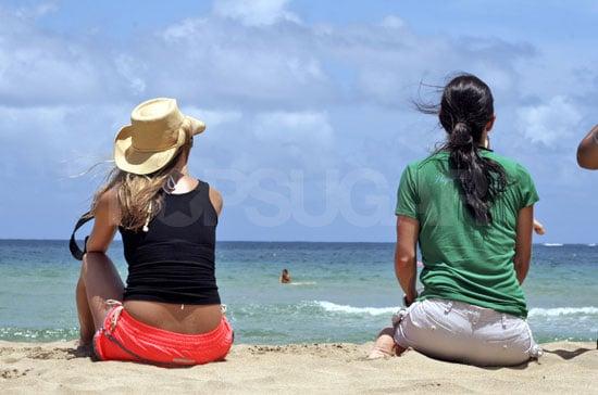 A Rear View On Jennifer & Courteney's Vacation