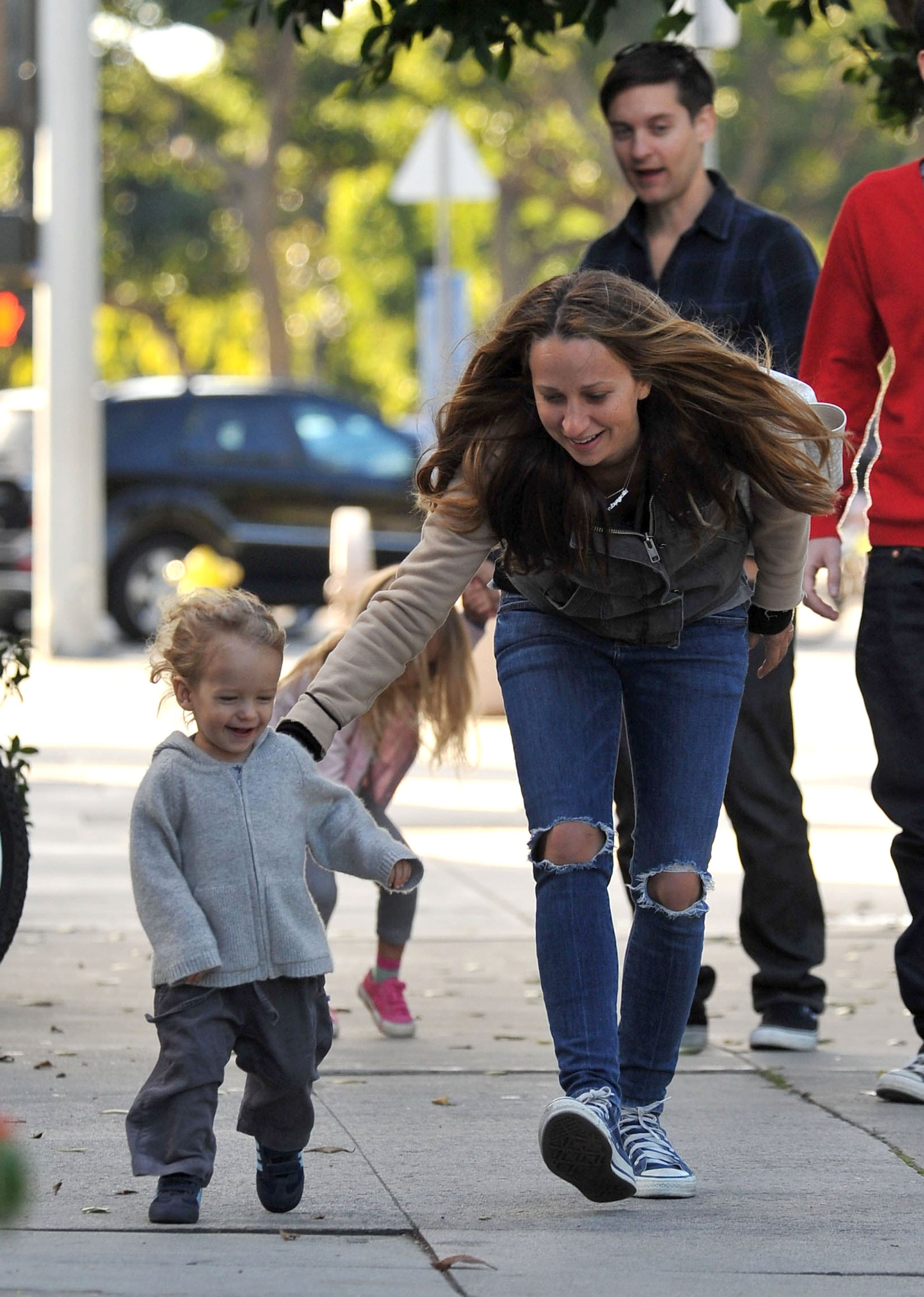 Pictures of Tobey Maguire and Jennifer Meyer With Their ... тоби магуайр
