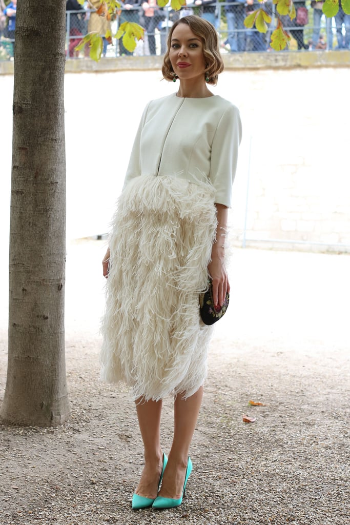 This styler worked a bold feathered skirt and contrasting pumps for a totally statement-making effect.