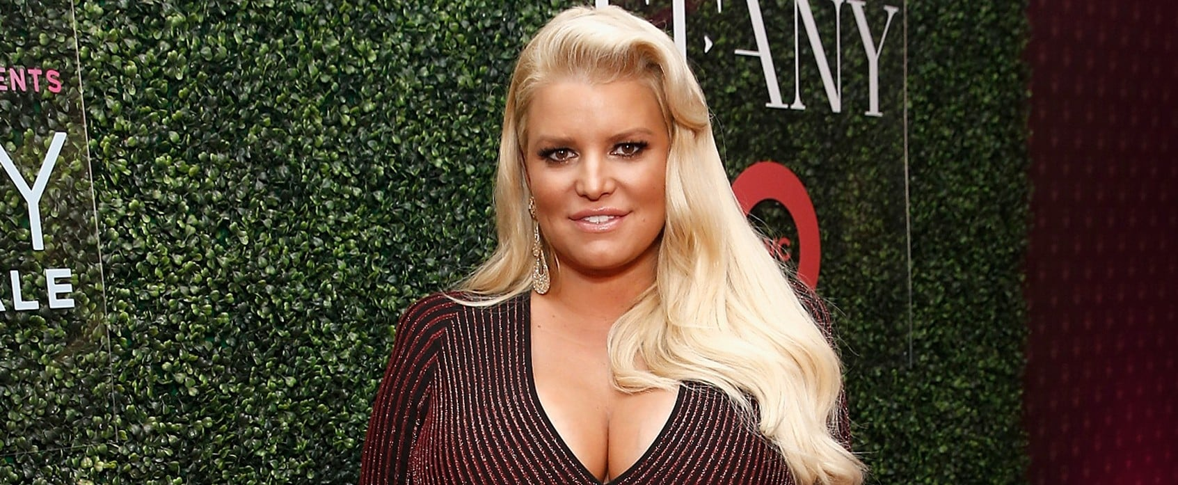 Jessica Simpson Uses Cupping on Swollen Foot January 2019
