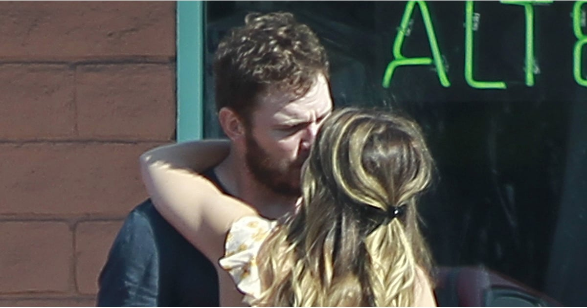 Hot celebrity couples kissing