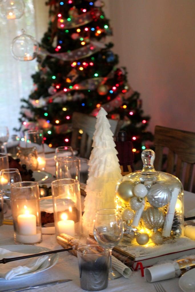 قوموا بتجهيز غرفة تناول الطعام لتستمتعوا بأروع عشاء لعيد الميلاد على الإطلاق.