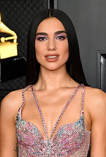 Dua Lipa's Hairstyle For the 2021 Grammys Was Missing Bangs