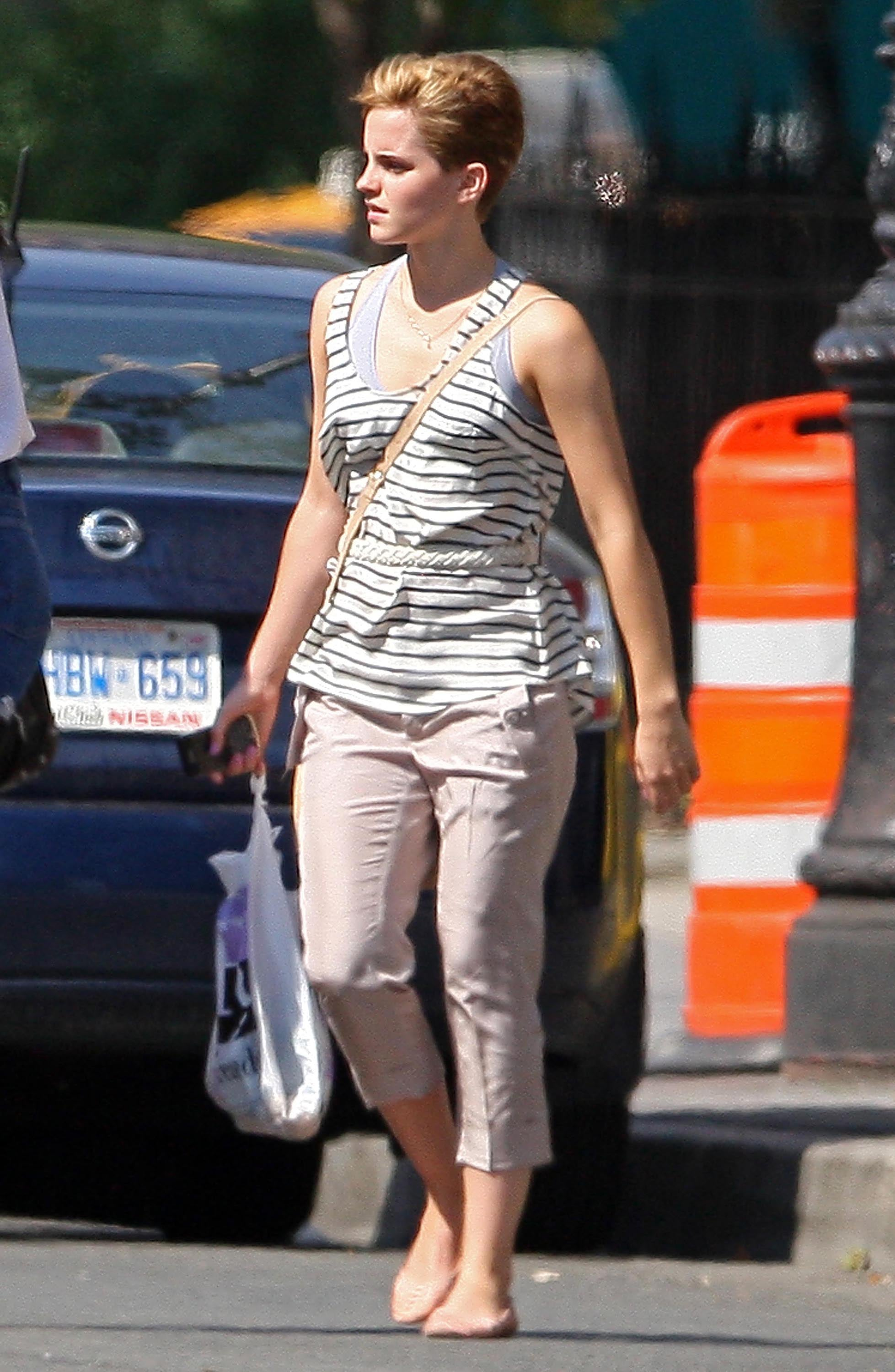 Pictures Of Emma Watson With New Short Haircut In Nyc Popsugar Celebrity