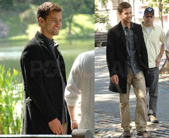 Photos of Joshua Jackson on the Set of Fringe 2008-08-21 05:00:59