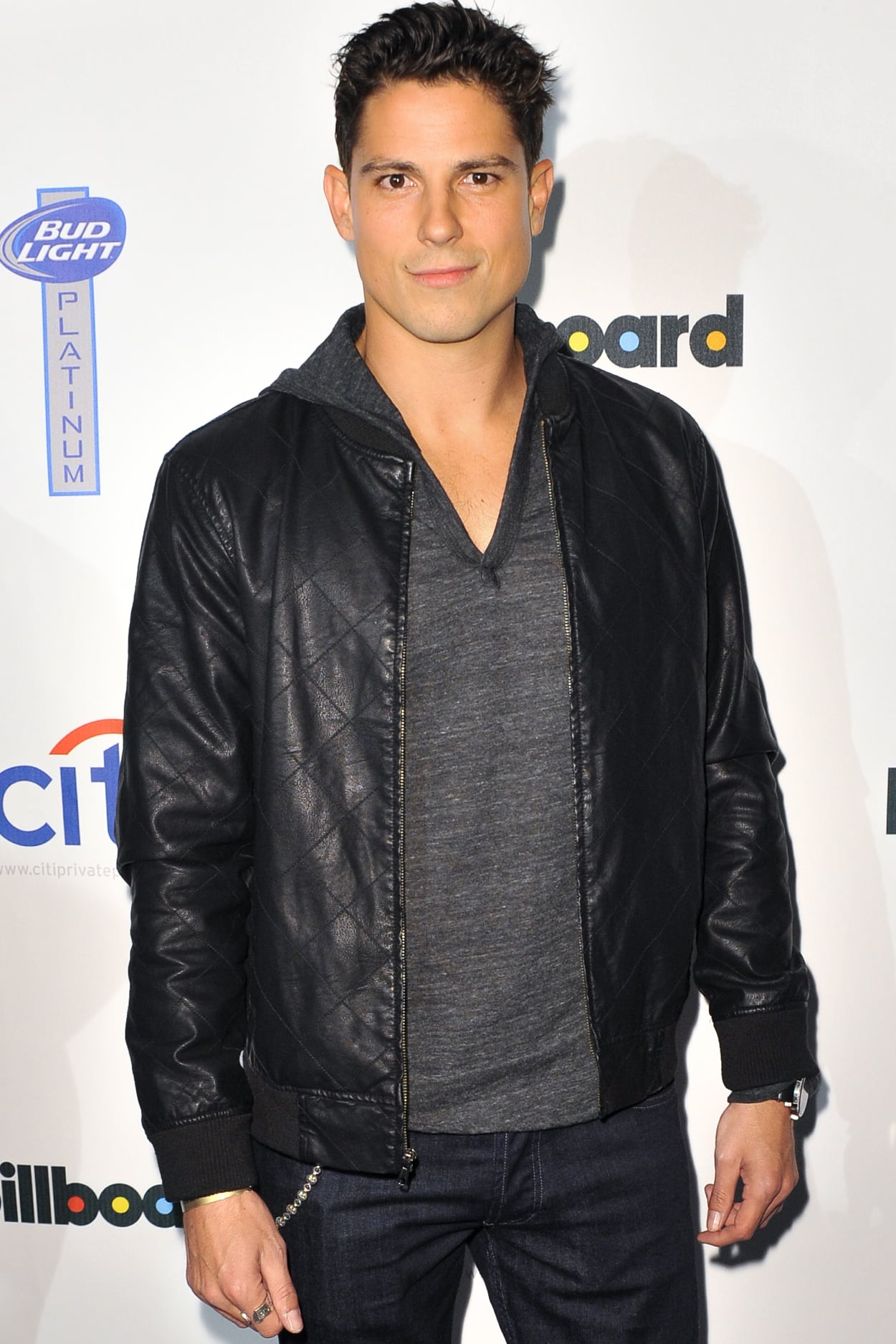 Pretty Little Liars alum Sean Faris is set to play a werewolf by the name of Julian Durant.