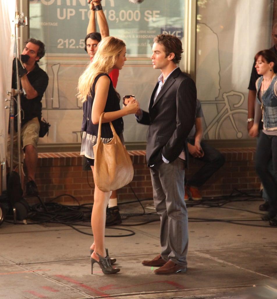 Gossip Girl Filming — Hilary Duff Kisses Penn Badgley