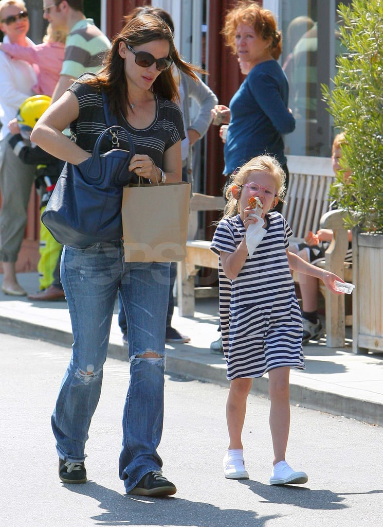 Jennifer, Violet, and Seraphina Share a Sweet Treat With Grandma Affleck!