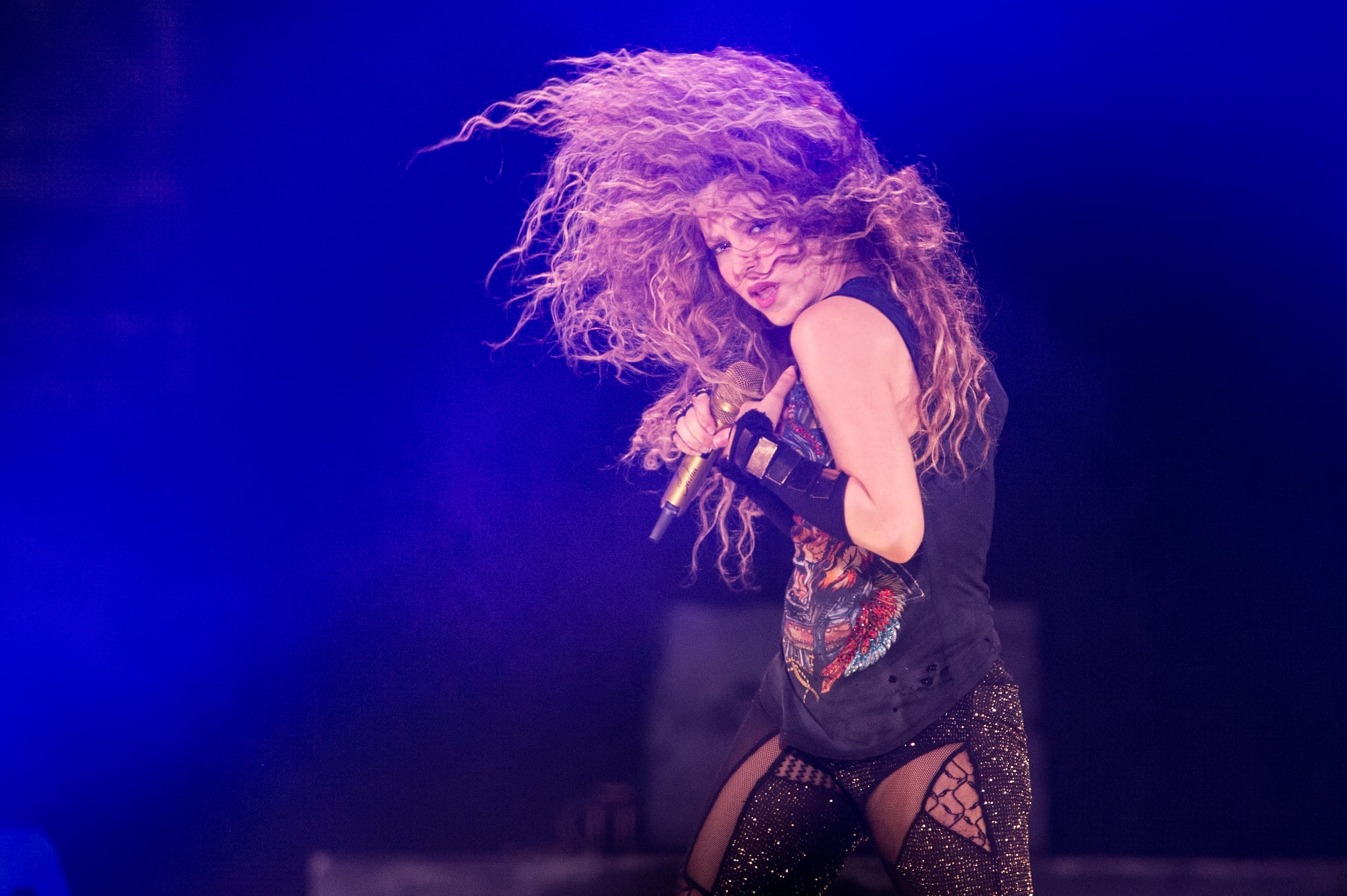 LONDON, ENGLAND - JUNE 11:(EDITORIAL USE ONLY)  Shakira performs during the 'El Dorado World Tour' at The O2 Arena on June 11, 2018 in London, England. (Photo by Brian Rasic/WireImage)