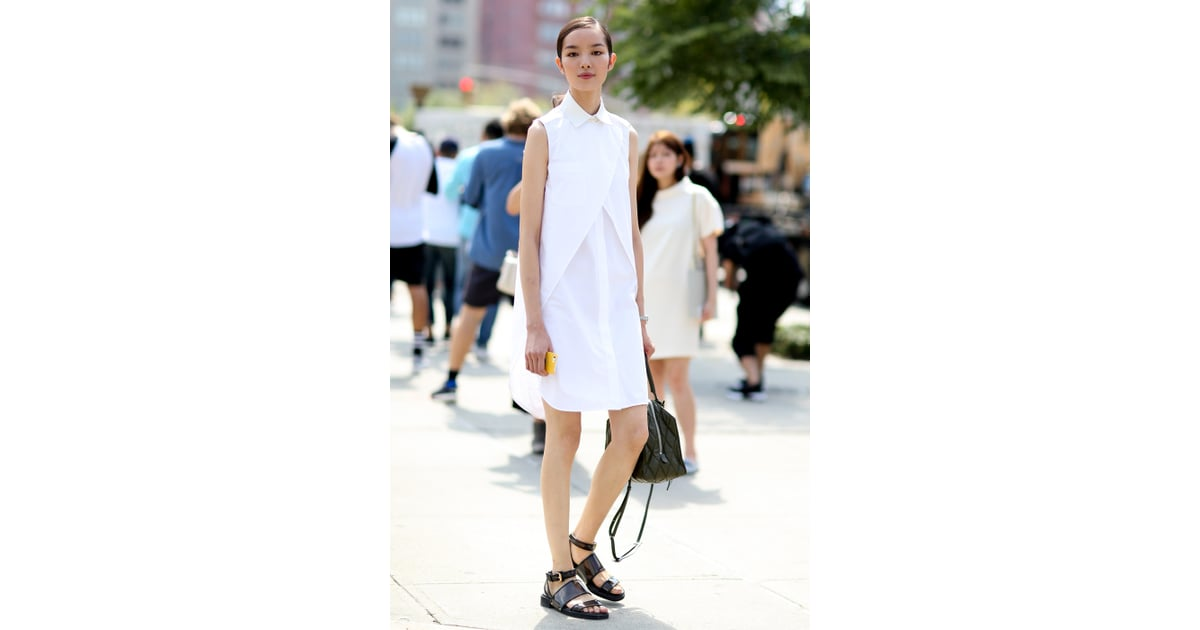 A tailored dress and simple sandals were practically made ...