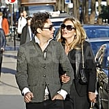 Kate Moss and Jamie Hince exchanged romantic glances.
