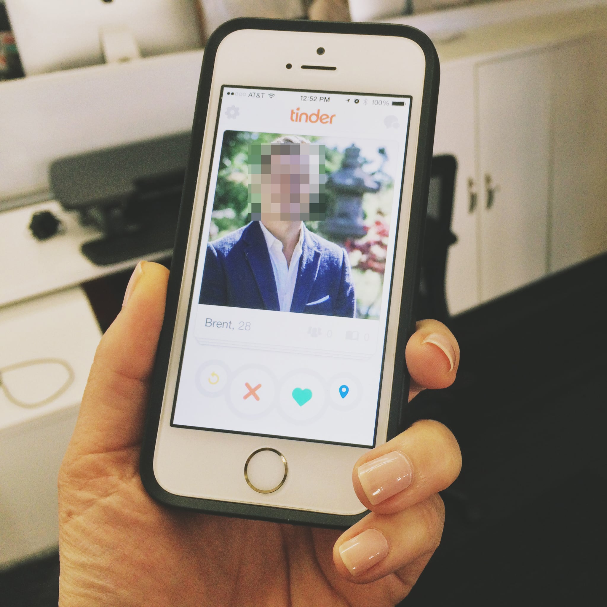 If you're addicted to Tinder, you may have noticed the dating app has a new  look. There's now a rewind and location button next to the red X and green  heart ...