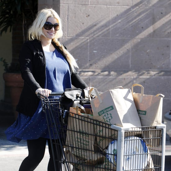 Jessica Simpson Shopping on Christmas Eve Pictures