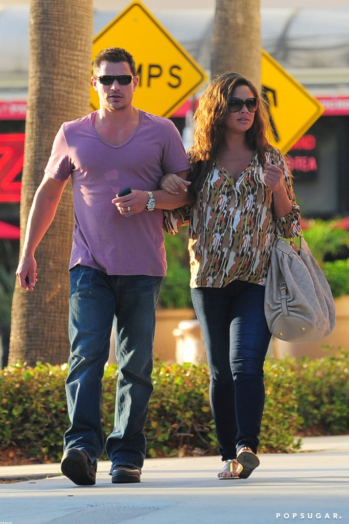 Pregnant Vanessa Minnillo held onto Nick Lachey's arm.