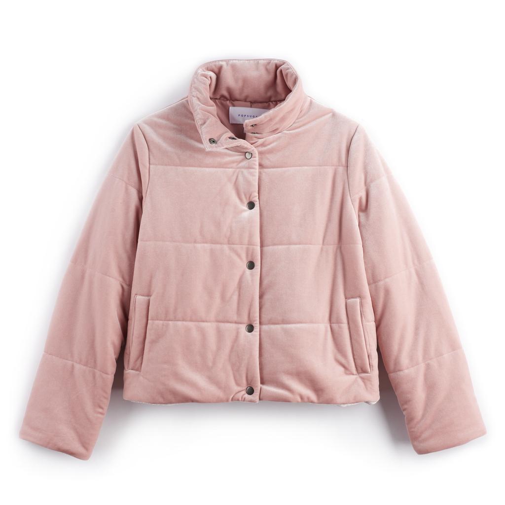 معطف مخمليّ منفوخ باللّون الورديّ