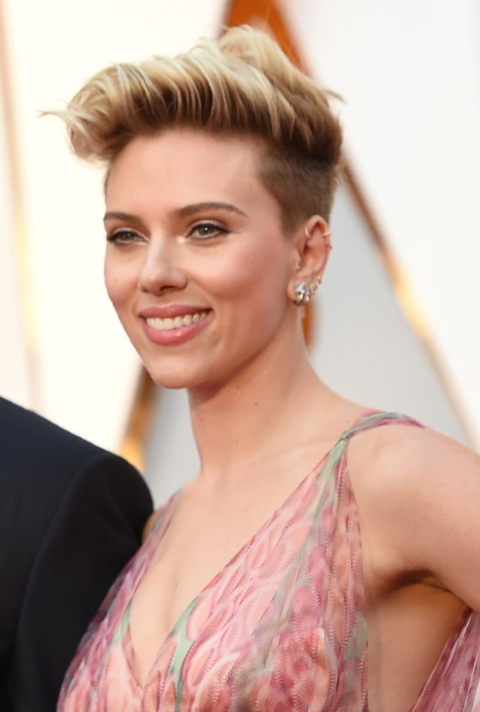 Scarlett Johansson S Hair And Makeup At The 2017 Oscars