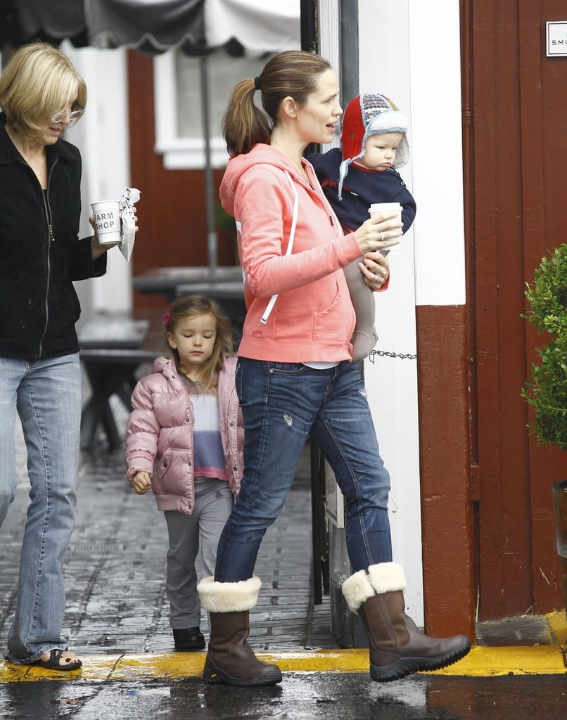 Jennifer Garner left breakfast with Samuel and Seraphina Affleck and her mother-in-law.