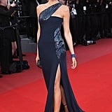 What a Gucci stunner Camilla Belle was in this navy number. Check out that look-at-me strut.