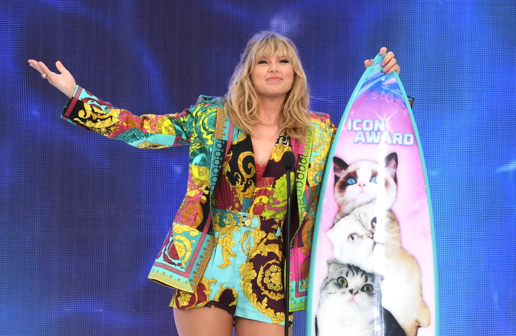 August: Taylor Received the Inaugural Icon Award at the Teen Choice Awards