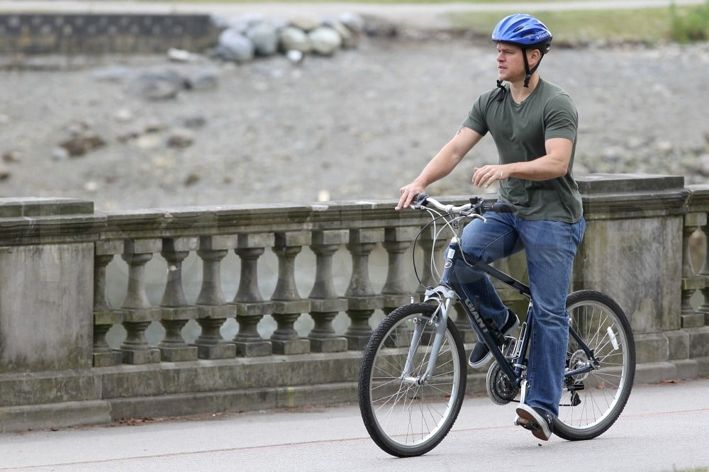 Matt Damon rode his bike.