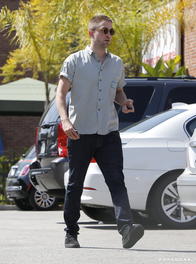 Robert Pattinson walked to an ATM solo.