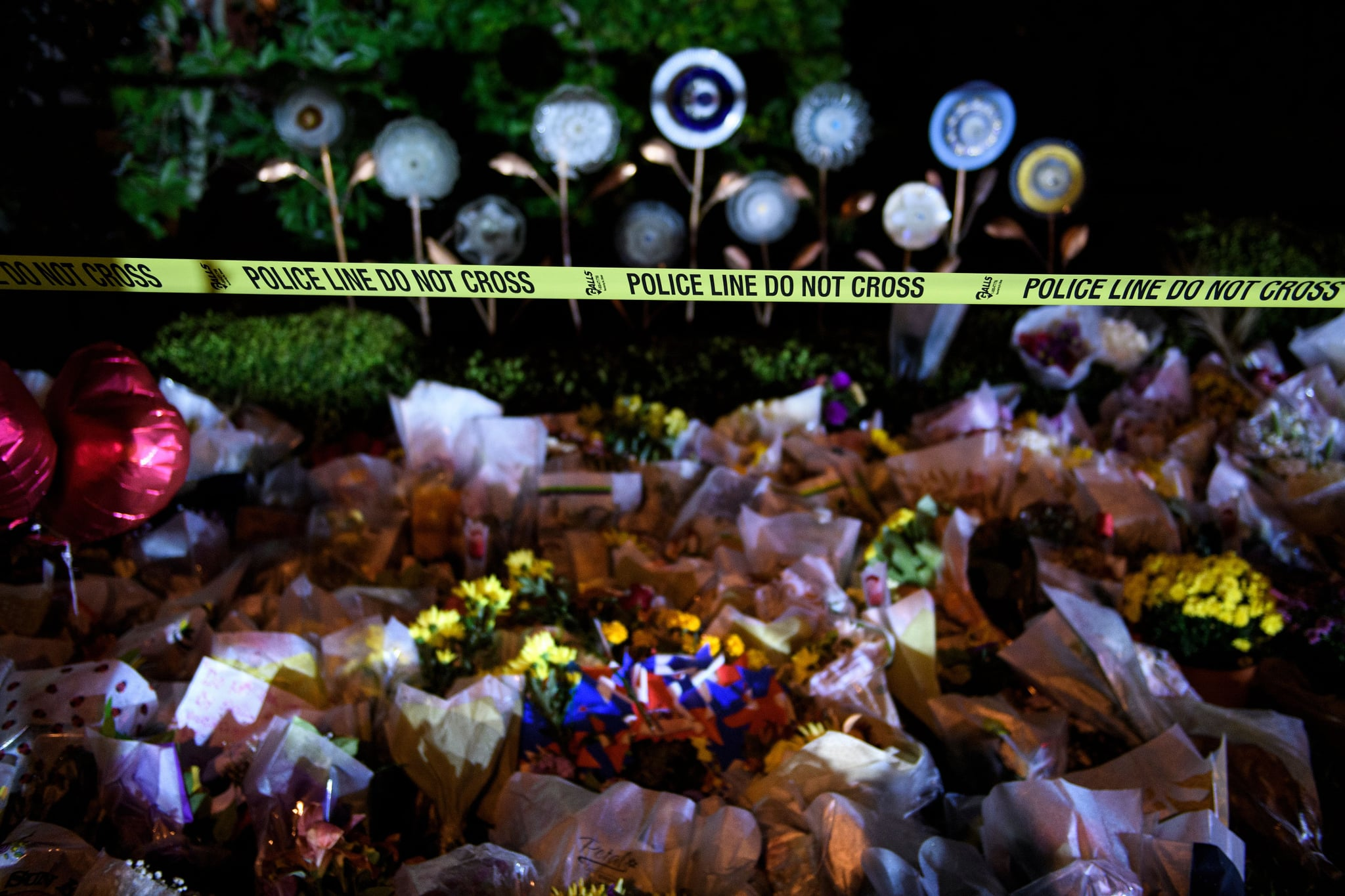 TOPSHOT - A makeshift memorial is seen outside the Tree of Life Congregation October 30, 2018 in Pittsburgh, Pennsylvania. - US President Donald Trump and his wife Melania will visit Pittsburgh on October 30, 2018 to show support after a gunman killed 11 people in a massacre at the synagogue on October 27, 2018. (Photo by Brendan Smialowski / AFP)        (Photo credit should read BRENDAN SMIALOWSKI/AFP/Getty Images)