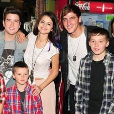 Selena snapped pics with all the Beckham boys and Big Time Rush.