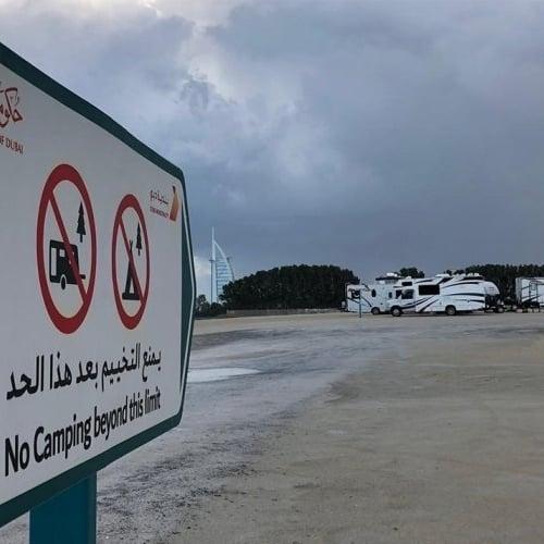 بلدية دبي تعلن إعادة السماح بتخييم الكرفانات على شاطئ الصفوح
