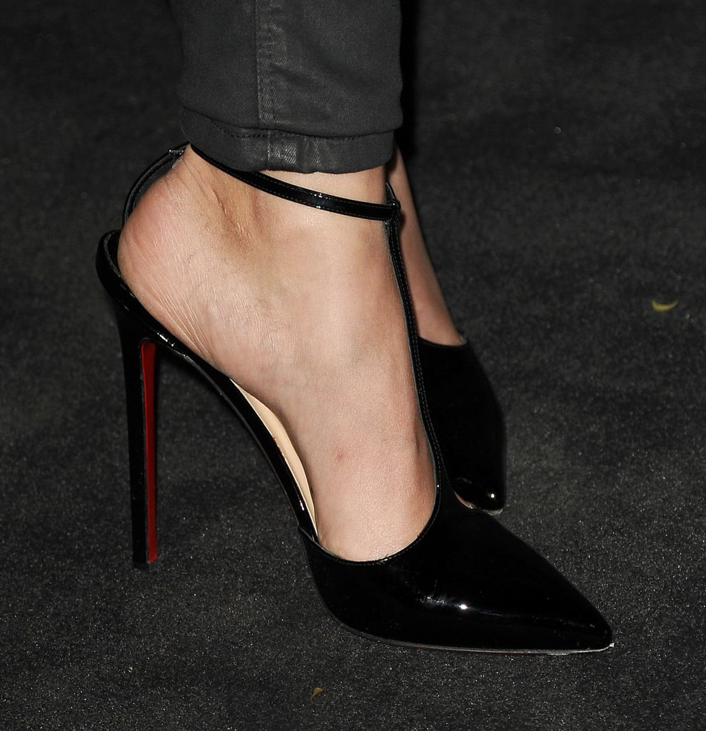 To finish, she wore patent black T-strap pumps.