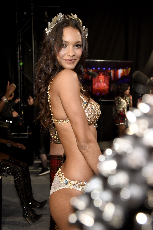 ad4f7e63b3 Victoria s Secret Model Lais Ribeiro Has Stretch Marks