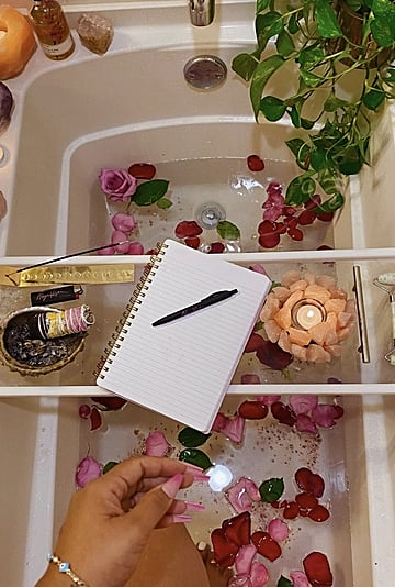 What New Moon Goddess Baths Are and How to Prepare One