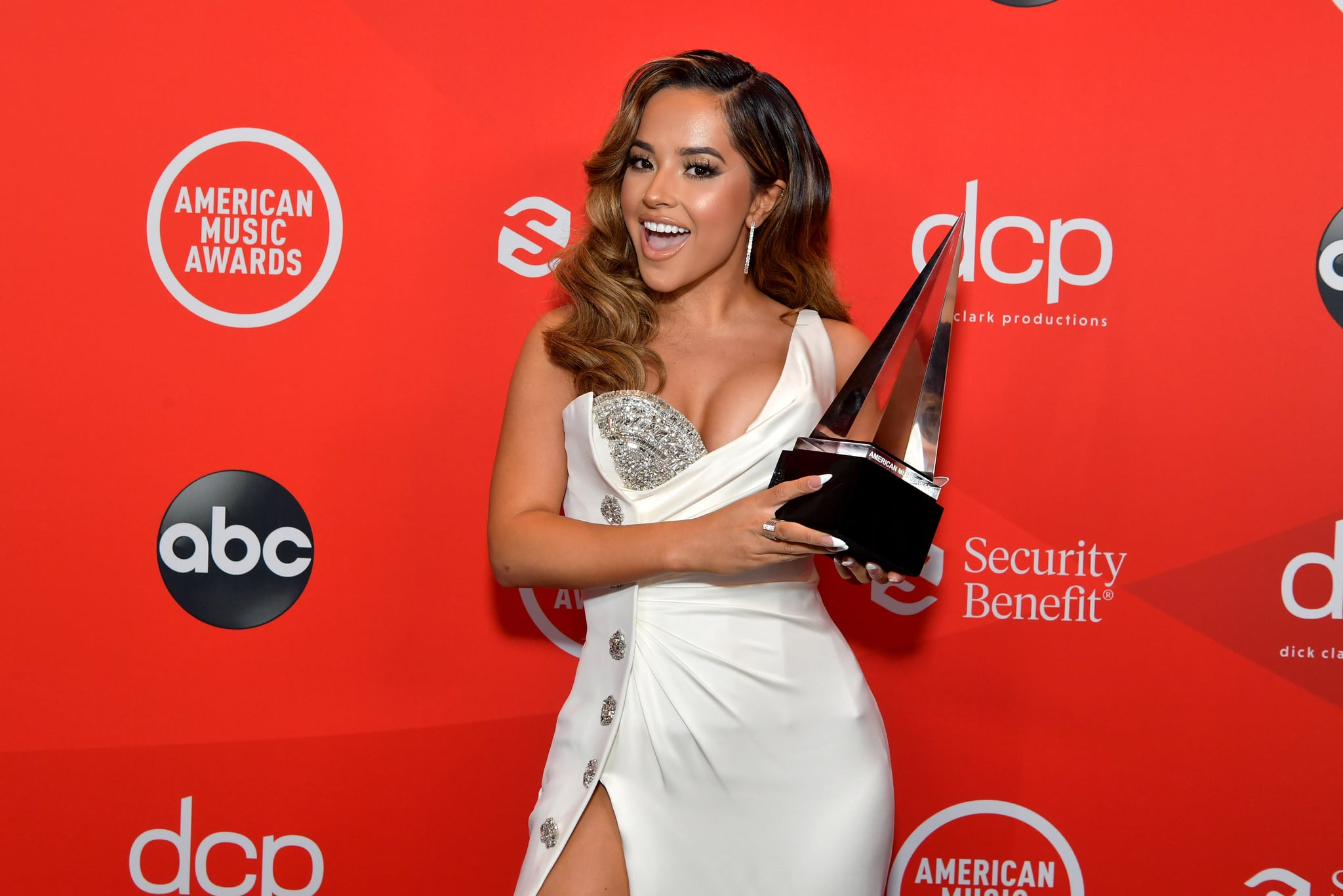 LOS ANGELES, CALIFORNIA - NOVEMBER 22: In this image released on November 22, Becky G poses with the award for Favorite Latin Female Artist at the 2020 American Music Awards at Microsoft Theater on November 22, 2020 in Los Angeles, California. (Photo by Emma McIntyre /AMA2020/Getty Images for dcp)