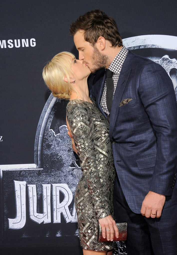 Chris gave his wife a smooch at the premiere of his movie Jurassic World in 2015.